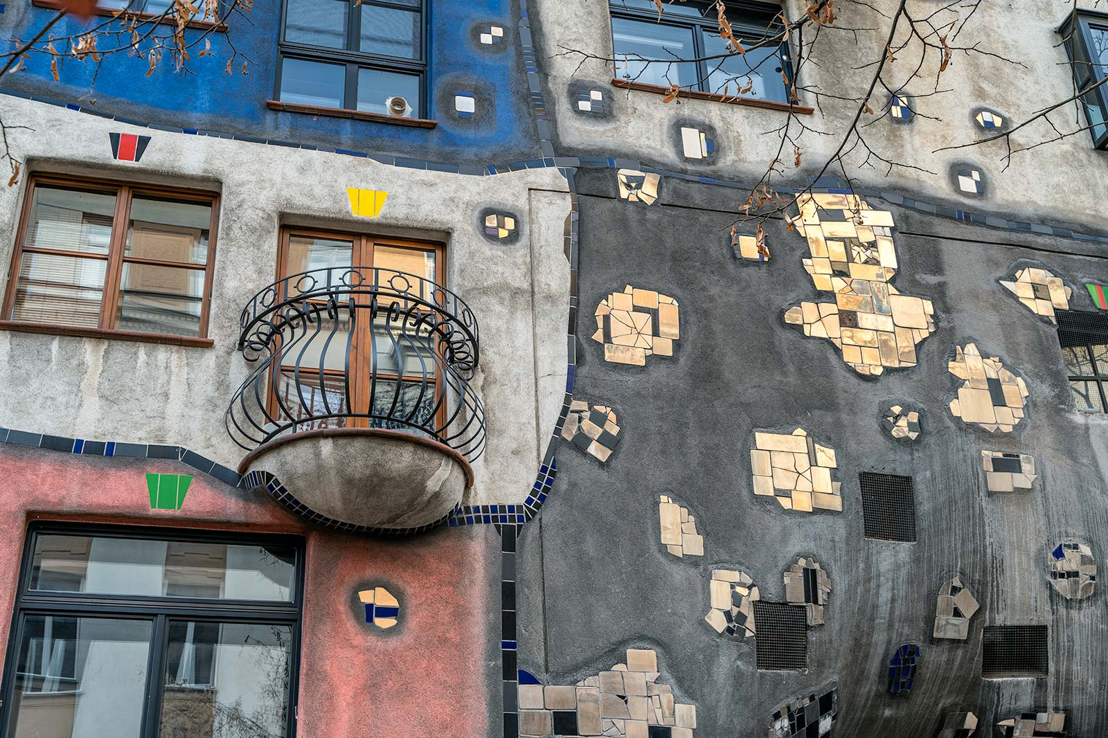 Dettaglio del Palazzo Hundertwasser