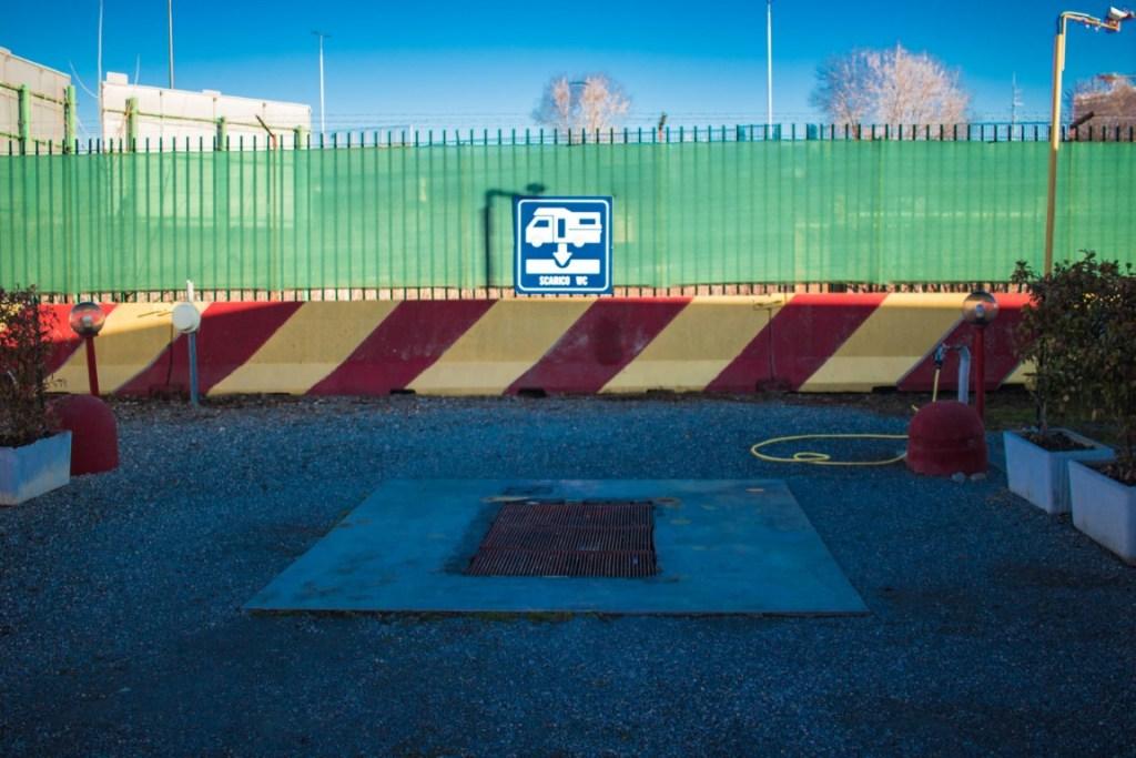 Area sosta Milano, camper service
