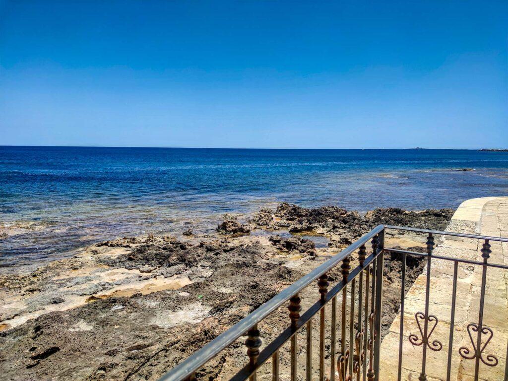 Il piccolo terrazzo sul mare