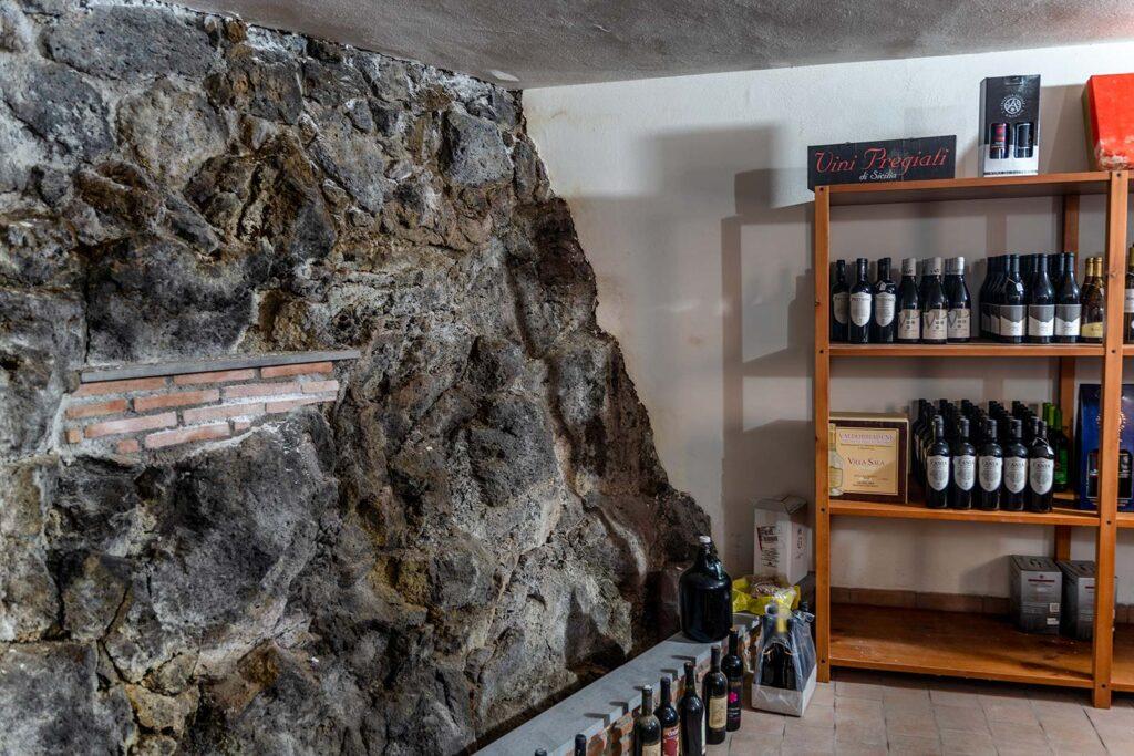 parete di roccia della cantina