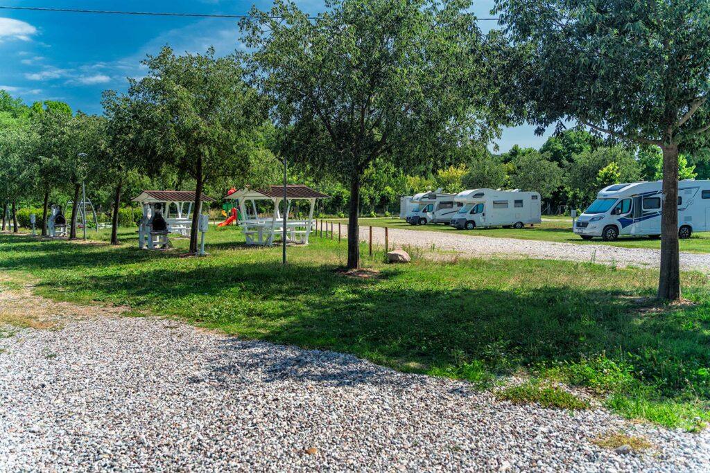 Camper nel Parcheggio Virgilio