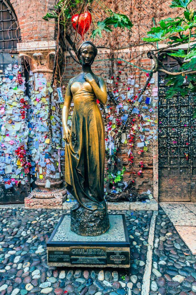 copia statua giulietta
