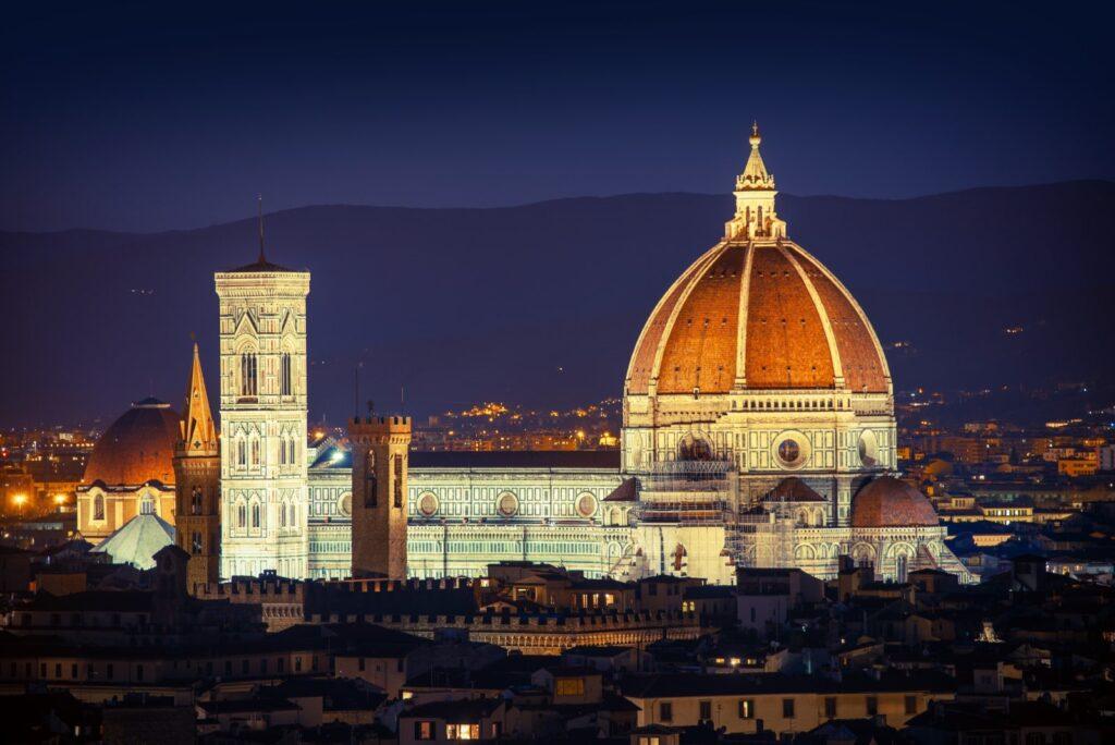 Il Duomo, il campanile di Giotto e la Cupola del Brunelleschi di notte.