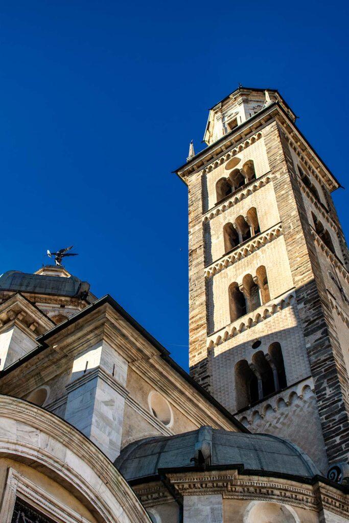 Vista prospettica del campanile del Santuario.