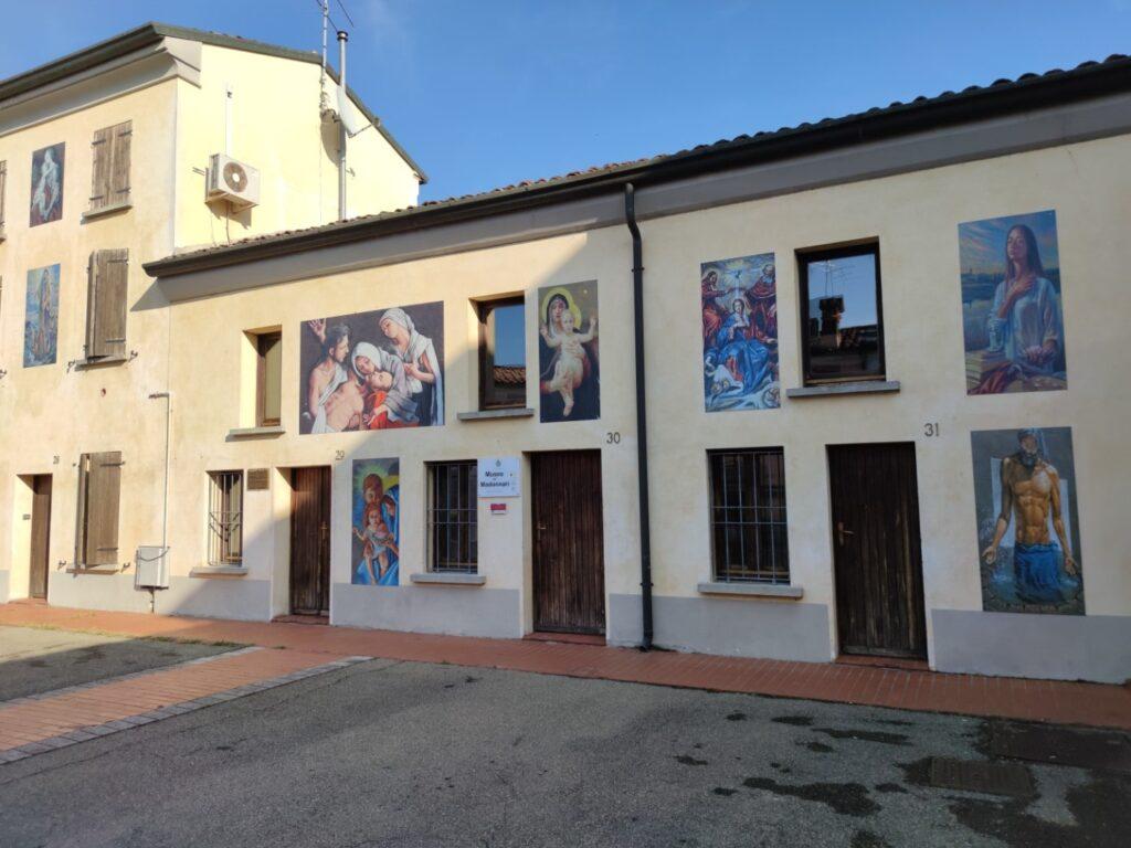 Il piccolo museo dedicato ai Madonnari.