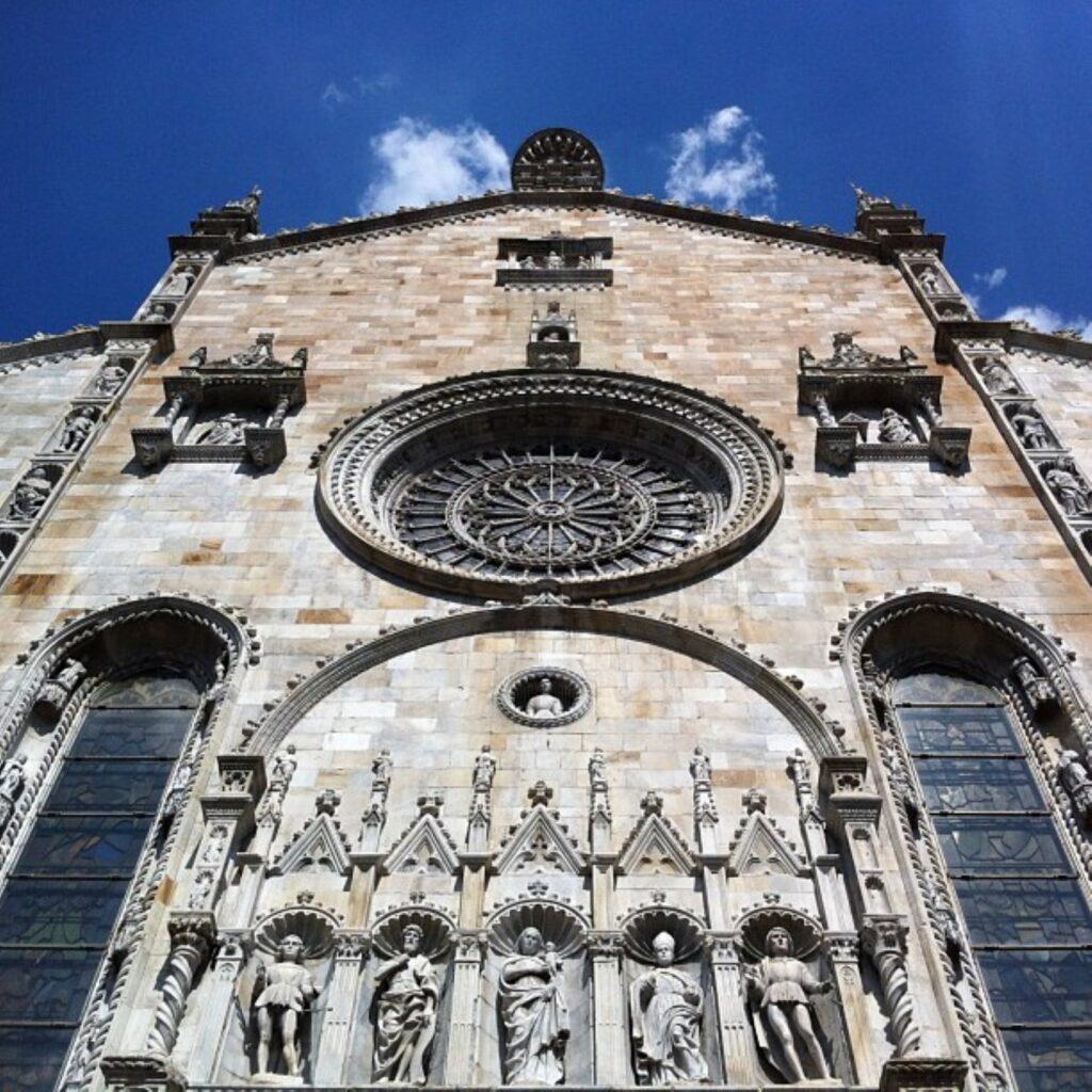 La facciata del Duomo di Como.