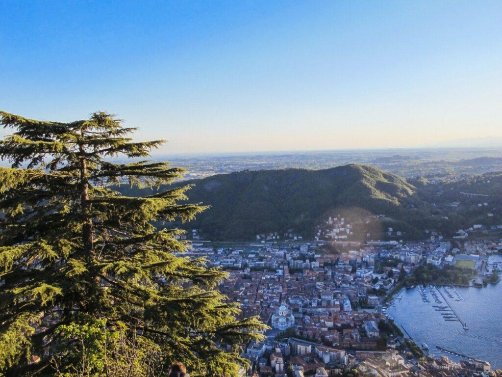 Vista dall'alto di Como da Brunate.