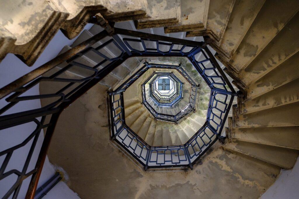 146 scalini ti porteranno sulla cima del Faro.