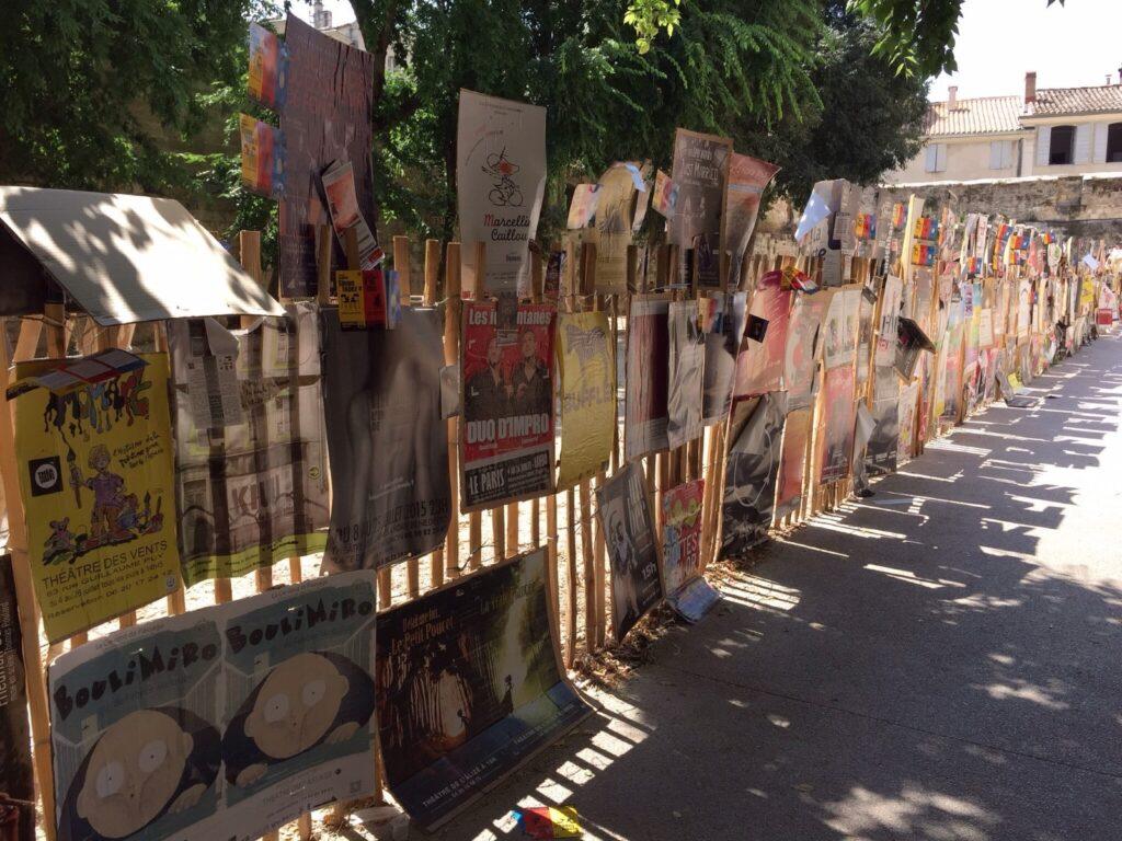 Manifesti durante il festival