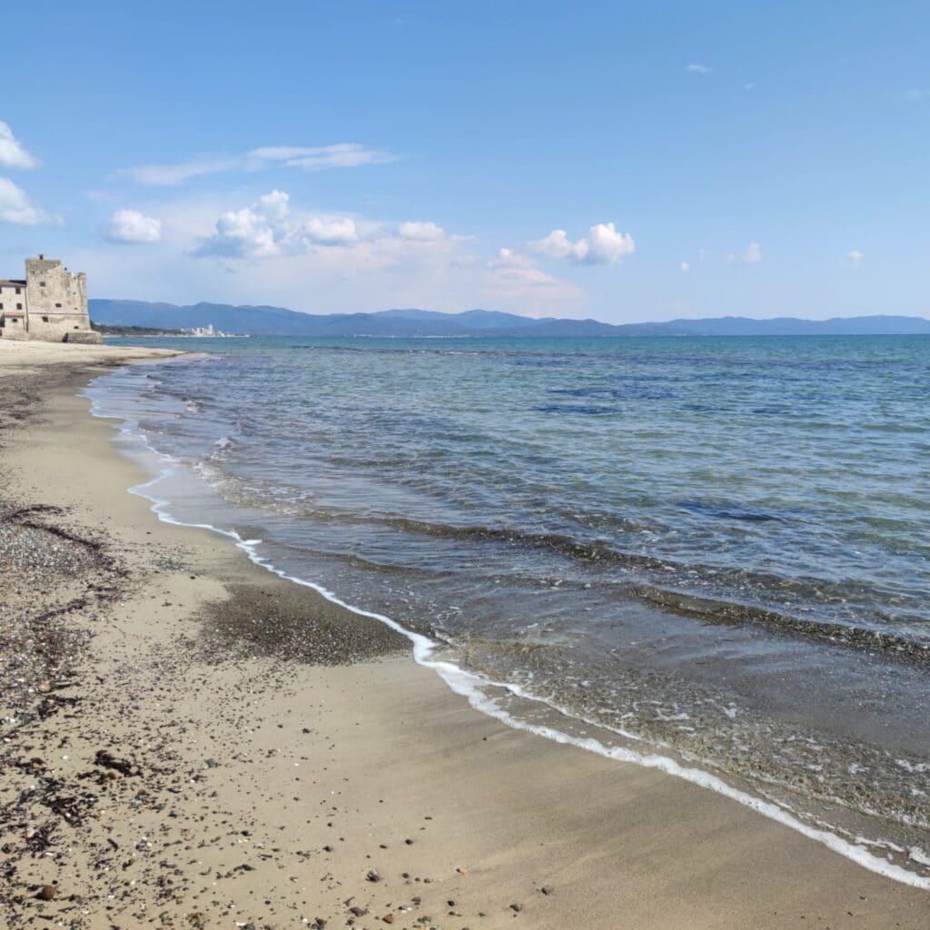 La spiaggia e il mare di Torre Mozza