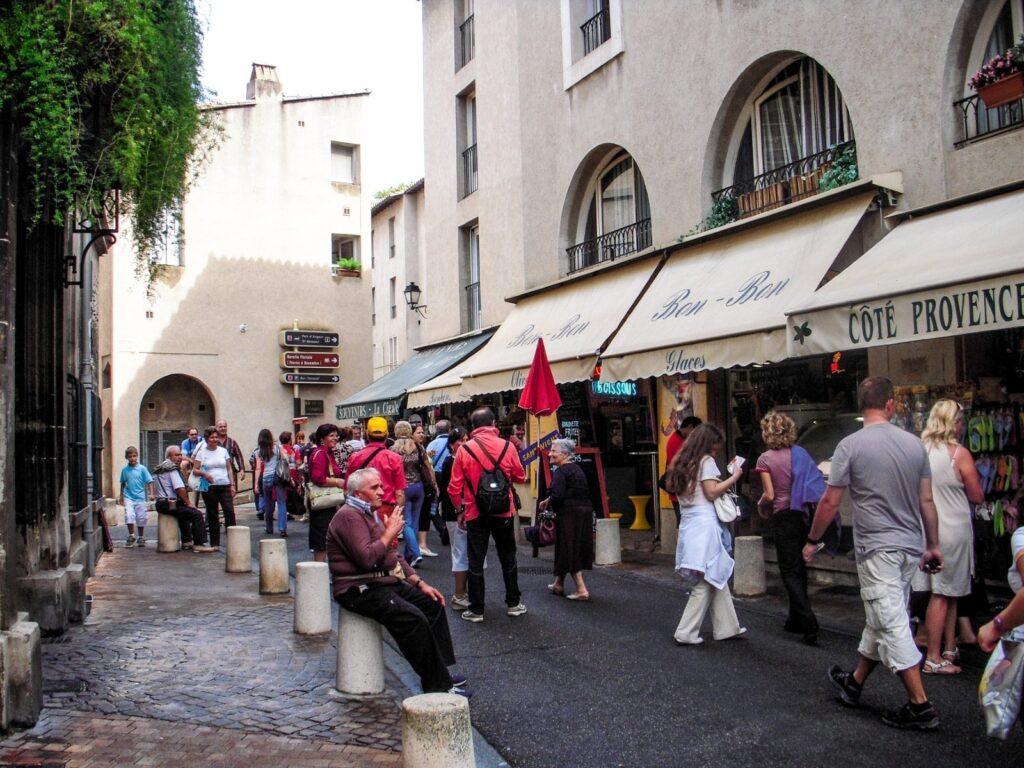 turisti ad Avignone