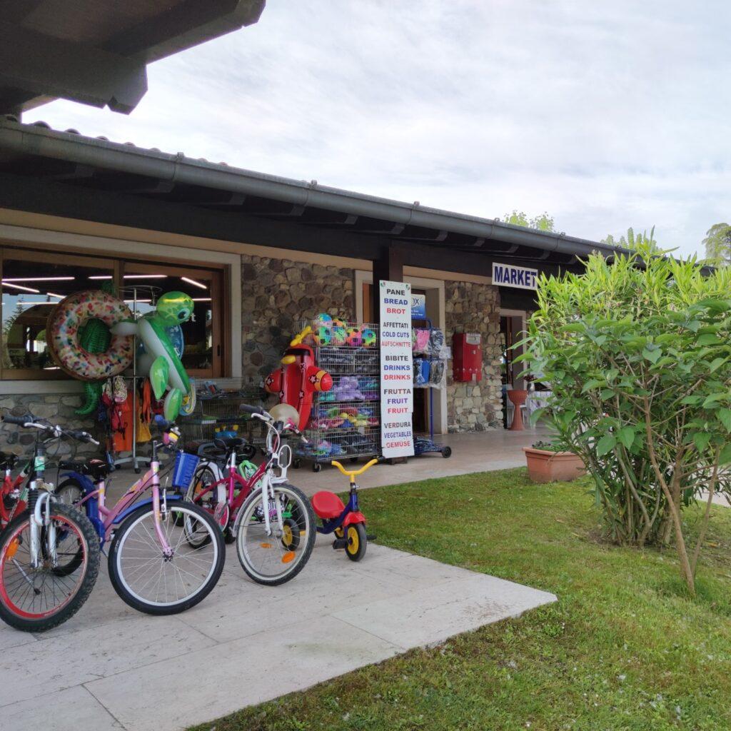 minimarket e noleggio bici