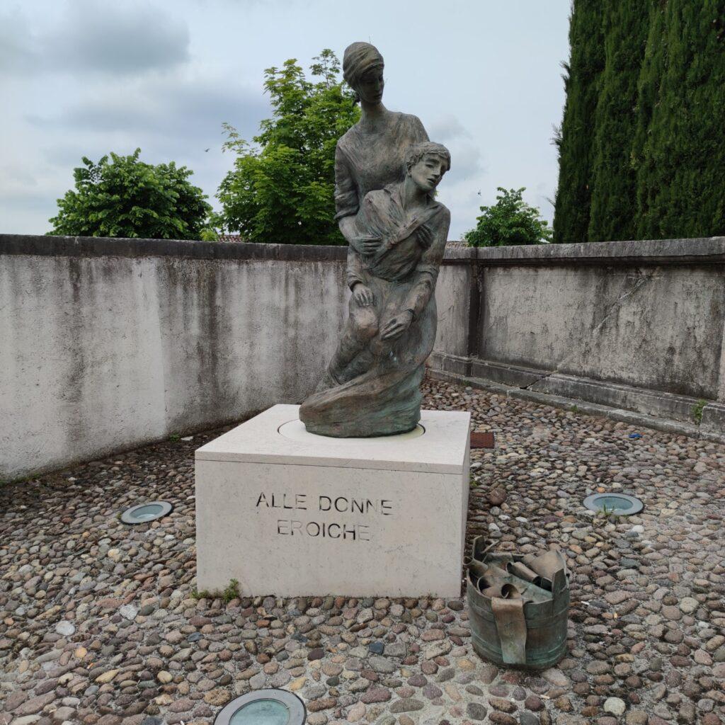 monumento alle donne eroiche