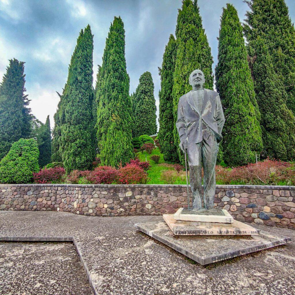 monumento a Carlo Sigurtà