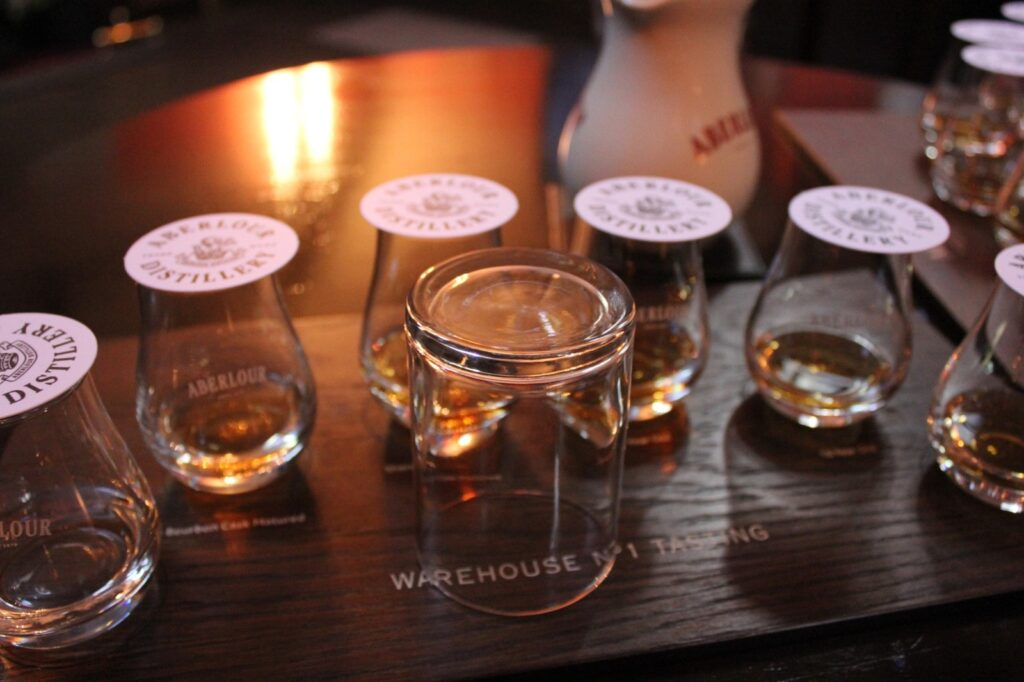 whisky e bicchieri