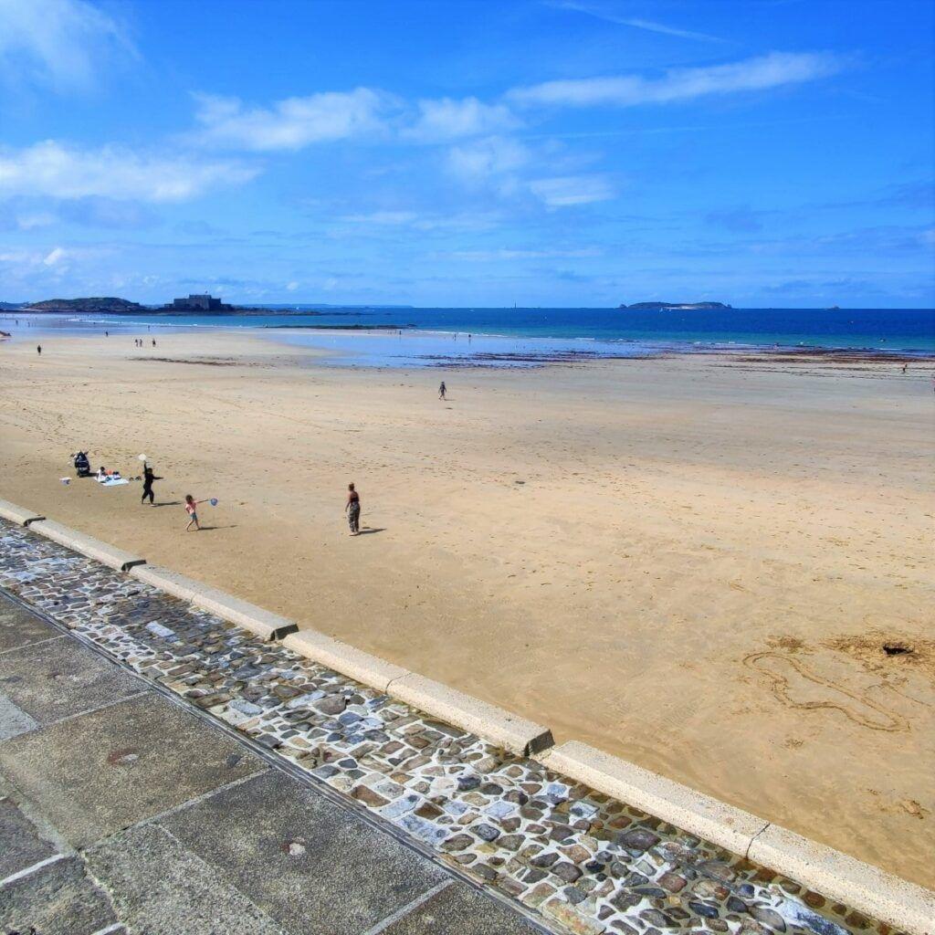 poca gente in spiaggia